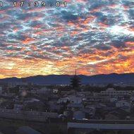 夕焼けと鱗雲が美しい五重塔